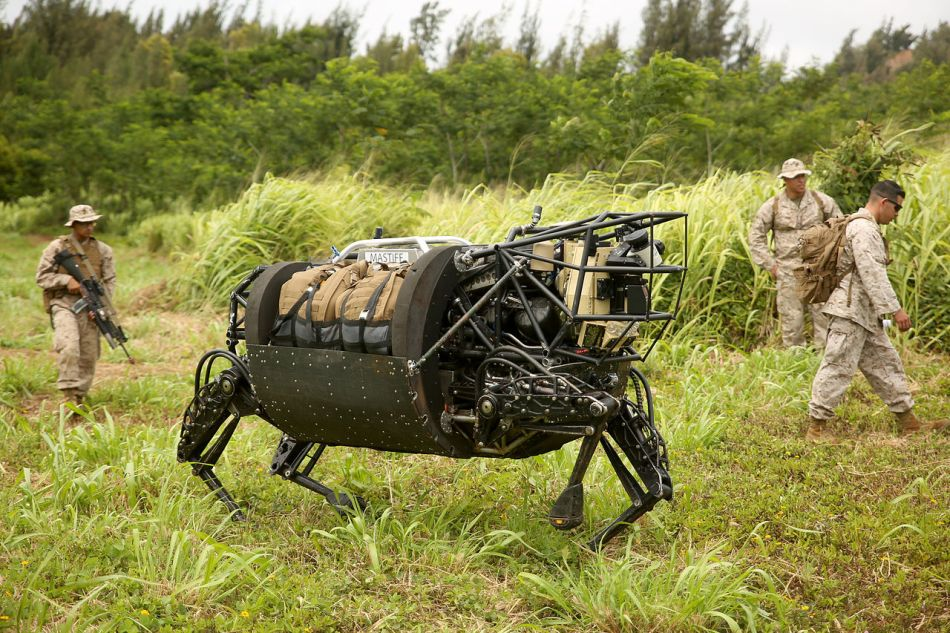 Marines_experiment_with_military_robotics_RIMPAC_2014 (1) (1).jpg